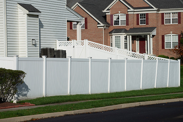 residential vinyl fence fencing contractor company installer install installation